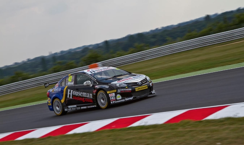 WOOD'S PACE GOES UNREWARDED AT SNETTERTON